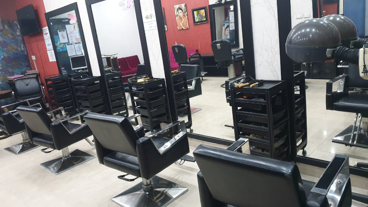 BOOK YOUR FAVOURITE LOOK!