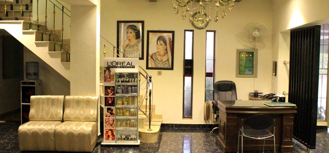 Herbal Whitening Facial + Whitening Mask / Anti-aging Mask + Dark Circle / Under Eye Treatment + Hand Ritual Manicure + Hand Ritual Pedicure + Hot Oil Massage + Hand & Feet Massage + Neck, Shoulder & Head Massage + Threading (Eeybrows & Upperlips) at LeReve Beauty Lounge Gulberg, Lahore.