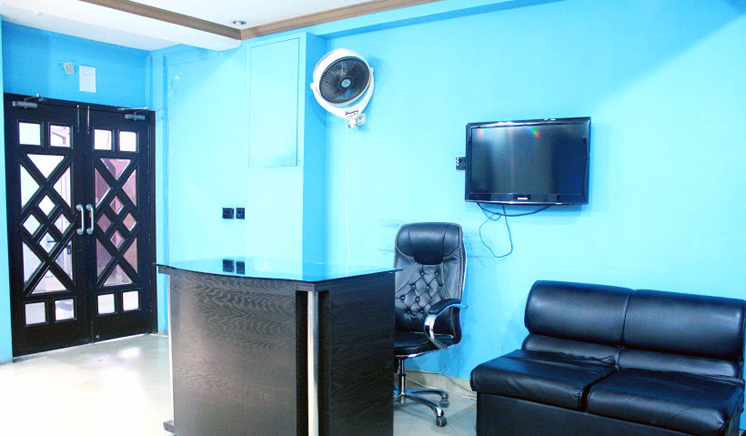80% Off Rs 999 Only for Whitening Facial + Skin Glowing Polisher + Whitening Manicure + Whitening Pedicure + Head & Neck Massage +  Shoulder Massage + Threading (Upper Lips + Eyebrows) at Blue Scissors Salon & Studio Both Branches (Johar Town and Wapda Town)