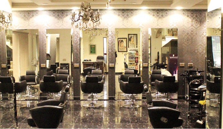 60% OFF, Rs 5500 only for LOreal Professional Ombre/Balayage + Highlights/Lowlights + Hair Wash + Blow Dry + Hair Glossing Treatment at The Beauty Room Salon Gulberg Lahore.