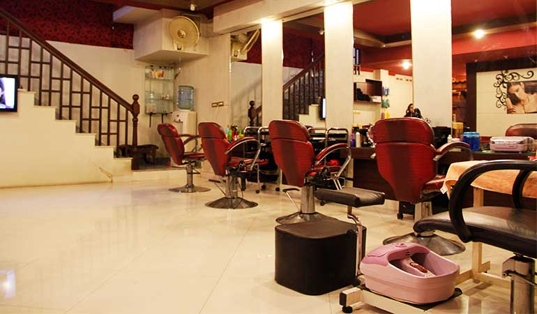 Glow Facial + Skin Polisher + Whitening Manicure + Whitening Pedicure with Polisher + Feet Polisher + Threading ( Eye Brows & Upper Lips) by Top Beauty Salon & Spa Gulberg III Branch, Lahore.