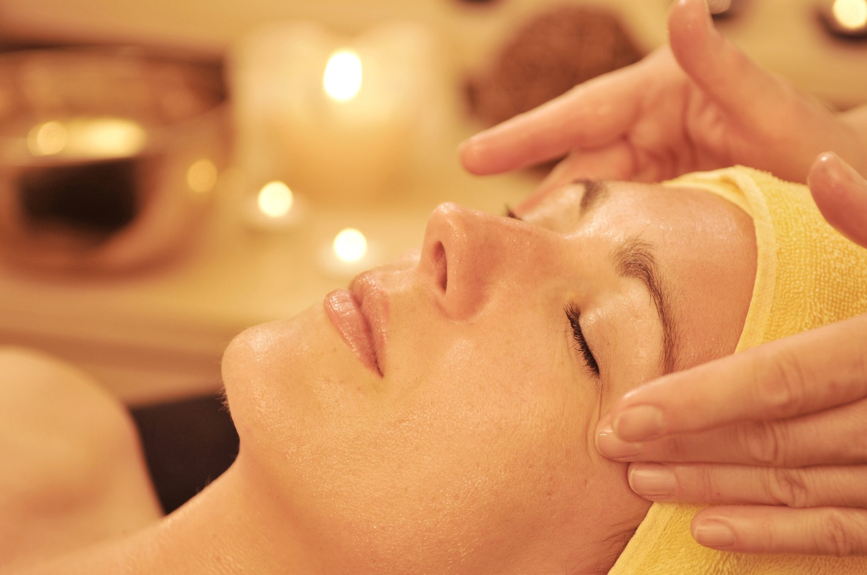 73% OFF, Rs 2500 only for Gold Facial + Gold Mask + Skin Polisher + Whitening Manicure + Whitening Pedicure + Hand & feet polisher + Neck and Shoulder Massage + Hand & Feet Massage + Threading (Eye Brow + Upper Lips) by Zen-Salon & Spa Commercial lane Q block, DHA, Lahore.