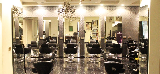 60% off, Rs 4999 only for Highlights/Lowlights + Deep Conditioning Hair Protein Treatment + Haircut with Hair Wash + Blow Dry + Head & Shoulders Massage + Hands & Feet Massage + Threading (Eyebrows & Upper Lip) at LeReve Beauty Lounge Gulberg, Lahore.