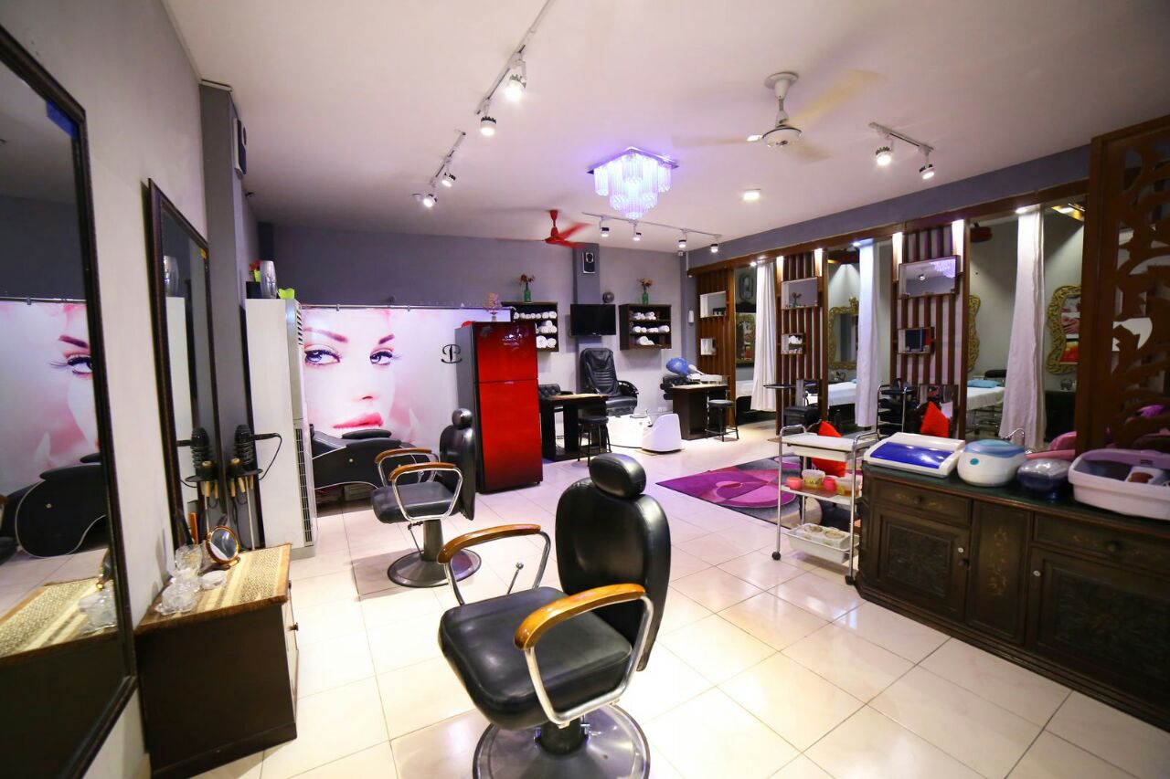 Party make up + Hair wash + Hair do + Eye lashes + Nail colour  application + Full Face Threading + Optional Express Manicure & Pedicure at Bells Salon Ghazi Road DHA Lahore.