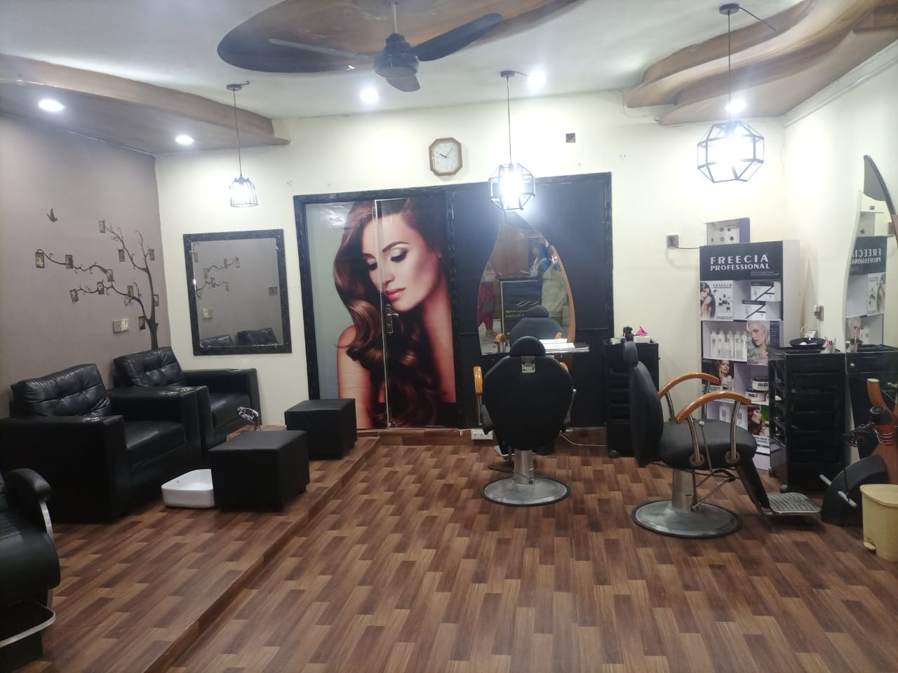 Whitening Facial + Face Polisher + Hot Oil Massage + Whitening Manicure + Whitening Pedicure with Polisher + Threading (Eye brow+Upper lips) by Mirrors Beauty Lounge, Wapda town, Lahore.