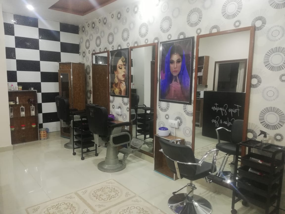 Gold Facial + Whitening Face Polisher + Gold Mask +Whitening Hand & Feet Polisher + Whitening Manicure + Whitening Pedicure with Polisher + Head & Shoulder Massage + Hand & Feet Massage + Threading (Eyebrows & Upperlips) by Faiqa Signature Salon & Spa Rehmanpura, Wahdat Road, Lahore.