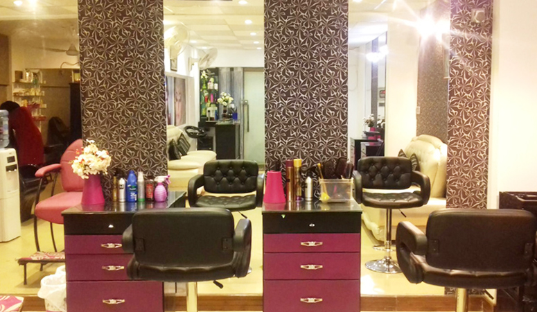 Get 22 Layers Gorgeous hairs Streaking (till shoulder length) + Extra bouncy hair protein treatment + Hair shining serum at Allure Beauty Salon & Spa.