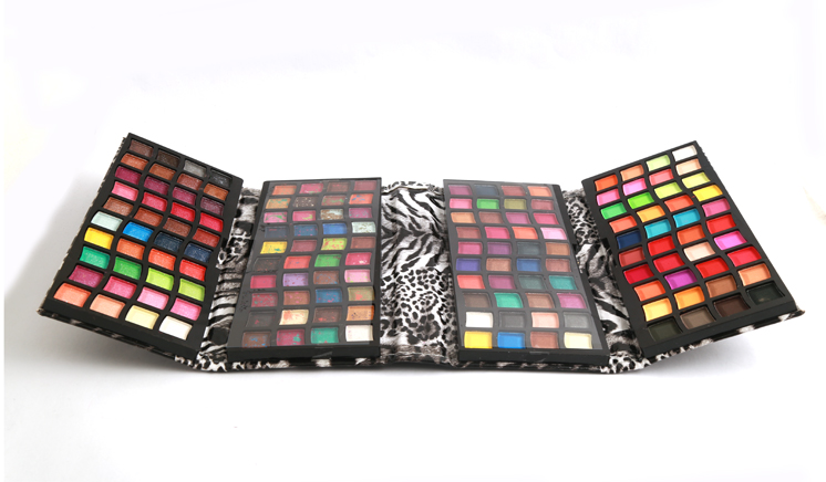 4 Steps 112 Colors Eye Shadow Kit In Just Rs. 1199 Exclusively by dealhub.pk (FREE DELIVERY NATIONWIDE)